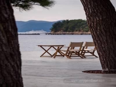 조용한 소도시에서 혼자 여유롭게,예술의 섬 나오시마/온천호텔&가이세키 포함