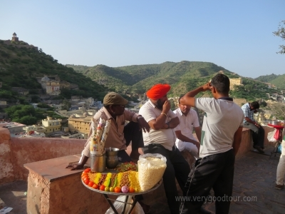여유있는 라르고 상품으로 다양한 세계문화유산을 만나보세요. 인도의 문화와 네팔의 역사, 장엄함을 느낄 수 있습니다!